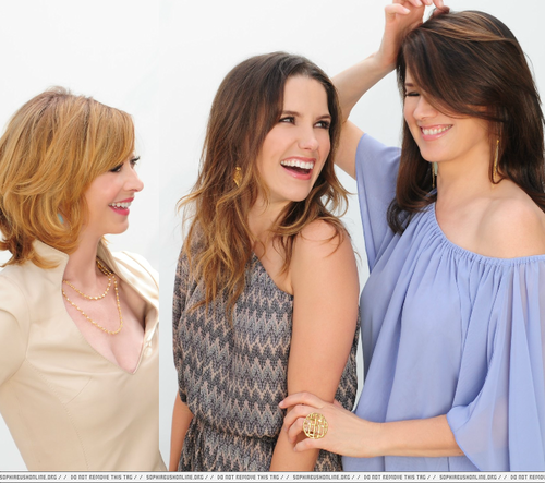 sophia arbusto, bush fondo de pantalla with a portrait entitled Sophia arbusto, bush Daphne Zuniga & Sharon Lawrence