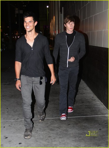 Taylor Lautner, Gus van Sant & Dustin Lance Black: Downtown Dinner!