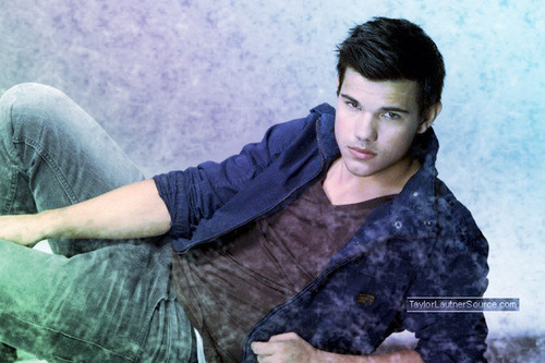 New Moon Movie wallpaper entitled Taylor Lautner(Jacob Black)