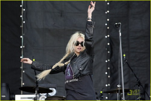 Taylor Momsen: I Don't Think About 表演