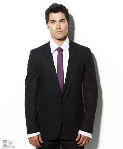タイラー・ホークリン 壁紙 with a business suit, a suit, and a single breasted suit called Tyler Hoechlin Photoshoot