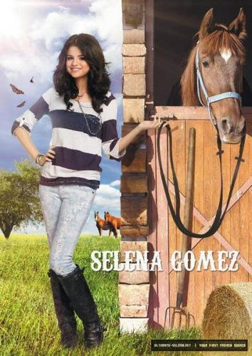 selena with a horse - selena-gomez Photo