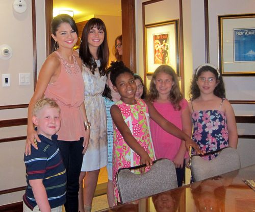 selena with her fans