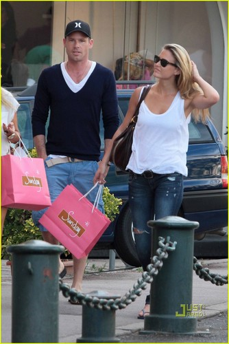 Bar Refaeli & David Fisher: Shopping in St. Tropez!