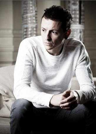 Chester Bennington wallpaper probably containing a leisure wear, an outerwear, and a sleeve called Chester Portrait Session (2009)