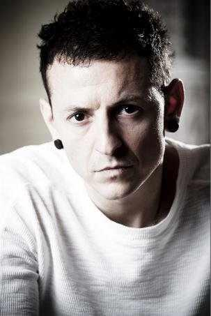 Chester Bennington wallpaper possibly containing a portrait entitled Chester Portrait Session (2009)