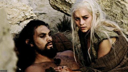 Daenerys Targaryen wallpaper possibly containing a portrait entitled Daenerys & Drogo