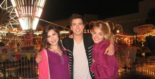 Logan Henderson wallpaper entitled Erin Sanders, Logan Henderson and Katelyn Tarver!