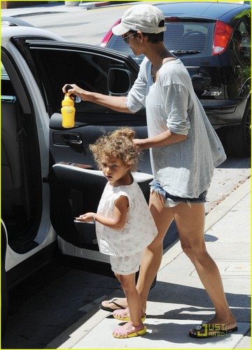 Halle Berry: Pediatrician's Office with Nahla!