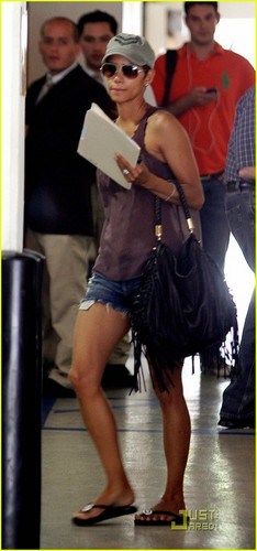 Halle Berry: Short Shorts in Beverly Hills