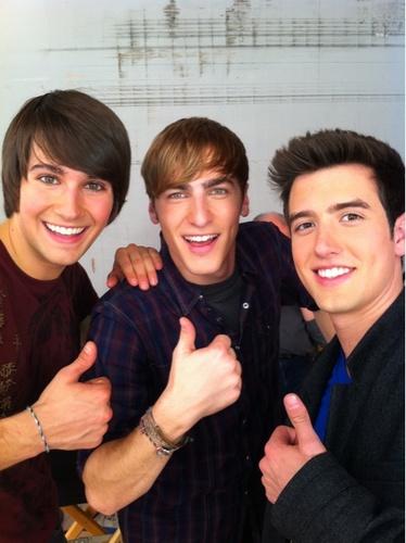 James, Kendall and Logan, thumbs up!