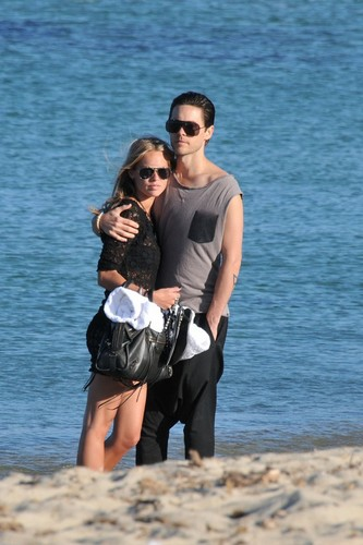 Jared Takes A Stroll At The समुद्र तट In St. Tropez With His Ladyfriend (July 18)