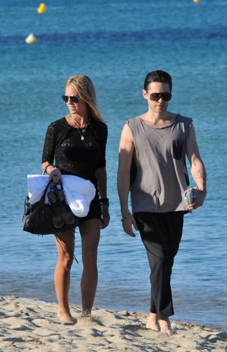 Jared Takes A Stroll At The tabing-dagat In St. Tropez With His Ladyfriend (July 18)