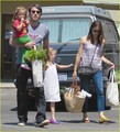 Jennifer Garner & Family: Brentwood Farmers Market! - ben-affleck-and-jennifer-garner photo