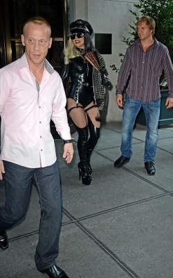 Lady Gaga Leaving the Howard Stern 表示する in NYC
