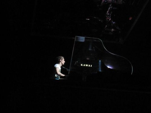 Matthew Bellamy wallpaper with a concert and a pianist entitled Matt (: