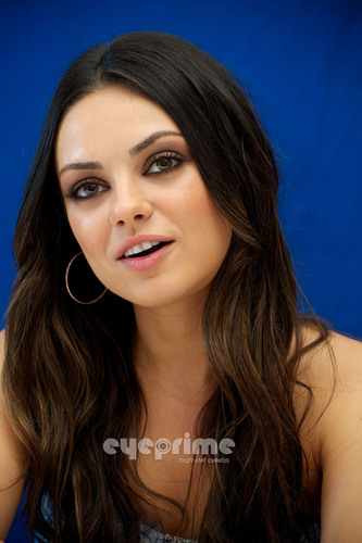 Mila Kunis : फ्रेंड्स With Benefits Press Conference