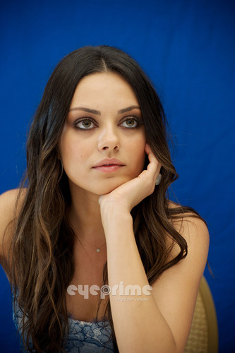 Mila Kunis : Друзья With Benefits Press Conference