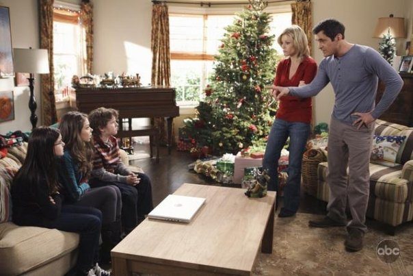 phlaire phil and claire modern family images christmas wallpaper and background photos - Modern Family Christmas