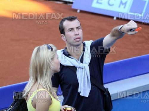 Radek Stepanek চুম্বন with ইনা Puhajkova (Jagr girlfriend)
