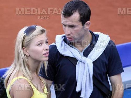 Radek Stepanek 吻乐队(Kiss) with 茵娜 Puhajkova (Jagr girlfriend)