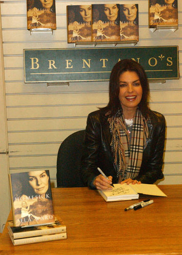 Sela Ward Signs Her New Book 'Homesick' in Los Angeles [November 8, 2002]