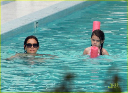 Suri Cruise: Towel Twosome!