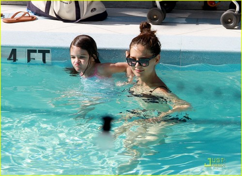 Tom Cruise: Pool Day with Suri!