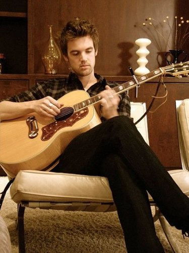 Tyler Hilton wallpaper possibly containing a guitarist entitled TylerHilton