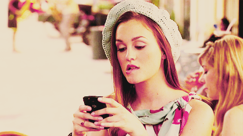 Blair Waldorf wallpaper probably with a bonnet titled blair waldorf