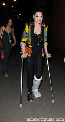jessie j- with broken foot!