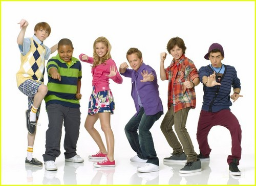 "the cast of ""kickin' it"""