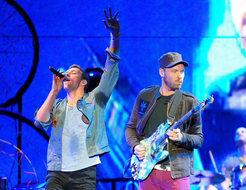Coldplay wallpaper probably with a concerto and a tennis racket called 'Bilbao BBK Live' Festival in Spain - giorno 1 [June 7, 2011]