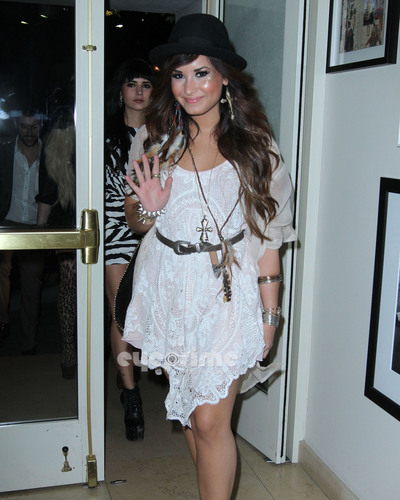 Demi Lovato Goes to a Party With her دوستوں at the Sunset Tower Hotel in Hollywood, July 20