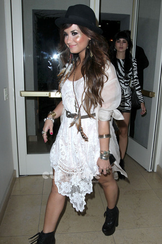 Demi Lovato Goes to a Party With her Những người bạn at the Sunset Tower Hotel in Hollywood, July 20