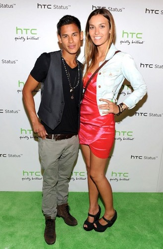 """""""HTC Status Social"""" Launch Event With usher"""