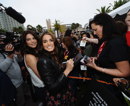 2 HQ pics of Ashley Greene at Comic-Con 2011