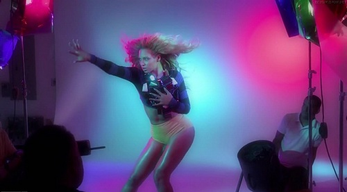 Beyonce - Backstage Photoshoot Complex - July 2011