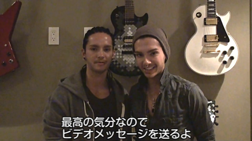 Tom & Bill Kaulitz 壁纸 possibly with a 琵琶 and a sign called Bill And Tom