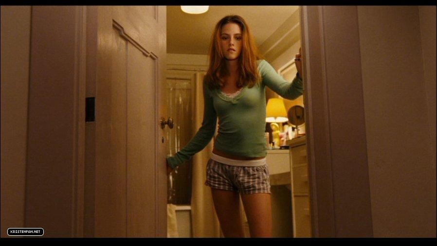 DVD-Screen-Captures-Zathura-kristen-stewart-23984979-898-506 jpgZathura Kristen Stewart