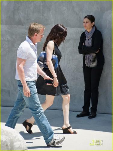 Daniel Craig & Rachel Weisz: Dress Shopping!
