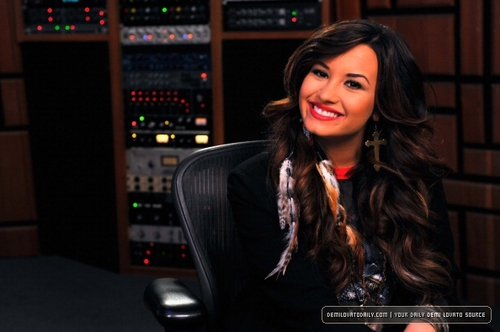 Demi - Live Chat at Cambio Studios - July 21, 2011