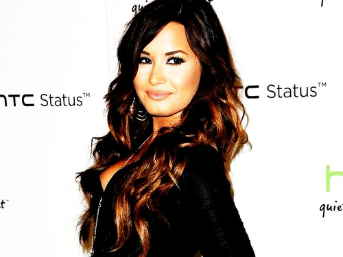 Demi Lovato wallpaper probably containing a portrait titled Demi Wallpaper ❤