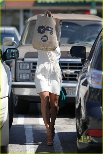Eva Mendes Goes Grocery Shopping