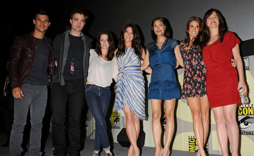 HQ pictures of Robert Pattinson with Kristen Stewart, Taylor Lautner