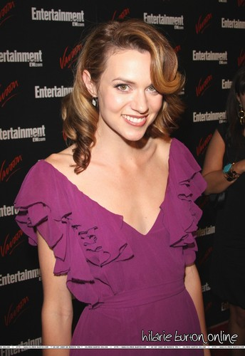 Leyton Family<3 দেওয়ালপত্র with a portrait and attractiveness titled Hilarie burton