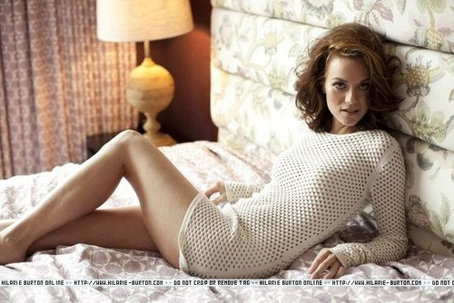 Leyton Family<3 wallpaper containing bare legs, a living room, and tights entitled Hilarie burton