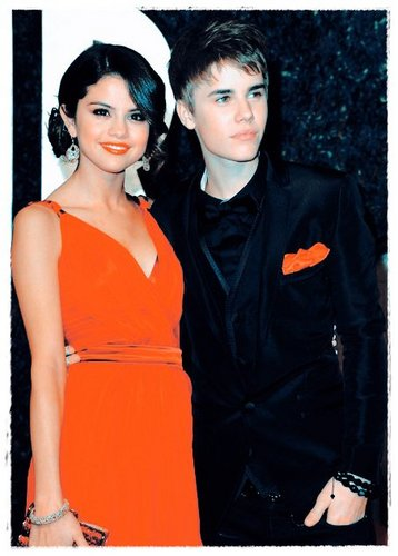 Justin Bieber and Selena Gomez wallpaper possibly with an outerwear and a well dressed person titled Jelena!