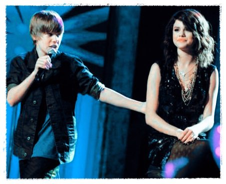 Justin Bieber and Selena Gomez wallpaper with a portrait called Jelena!