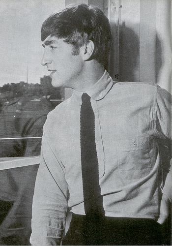 John Lennon Обои possibly containing a business suit called John Lennon